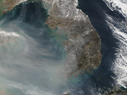 Aqua spacecraft image of air pollution over the Yellow Sea and Korea