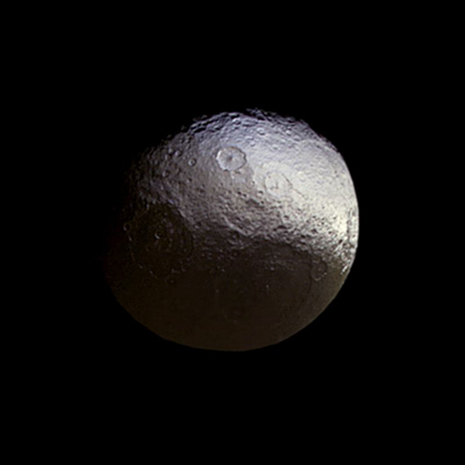 Saturn moon Iapetus